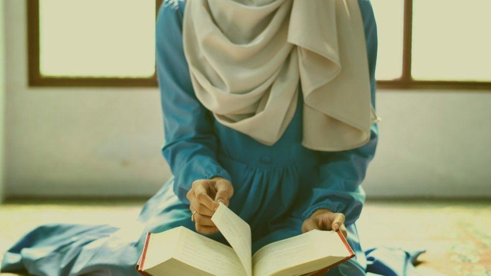 b2ap3_large_b2ap3_large_muslim_reading_quran_arabic_2 Why Can't I Just Read Quran in English? - Blog